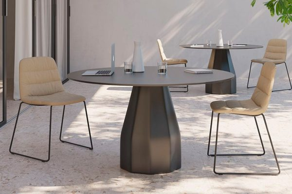 mesa burin viccarbe patricia urquiola diseño